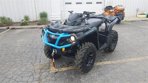 2016 Can-Am Outlander XT 850 in Roscoe, Illinois