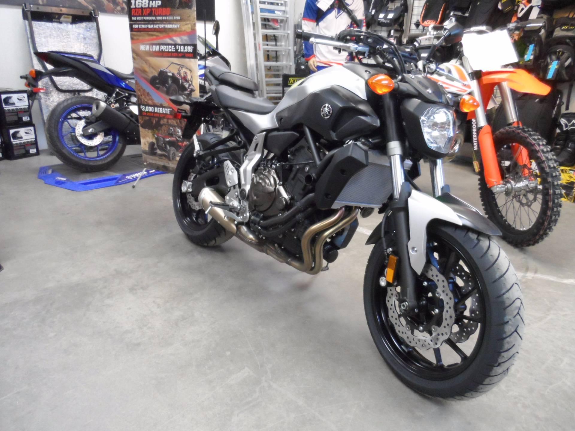 2017 Yamaha FZ-07 6
