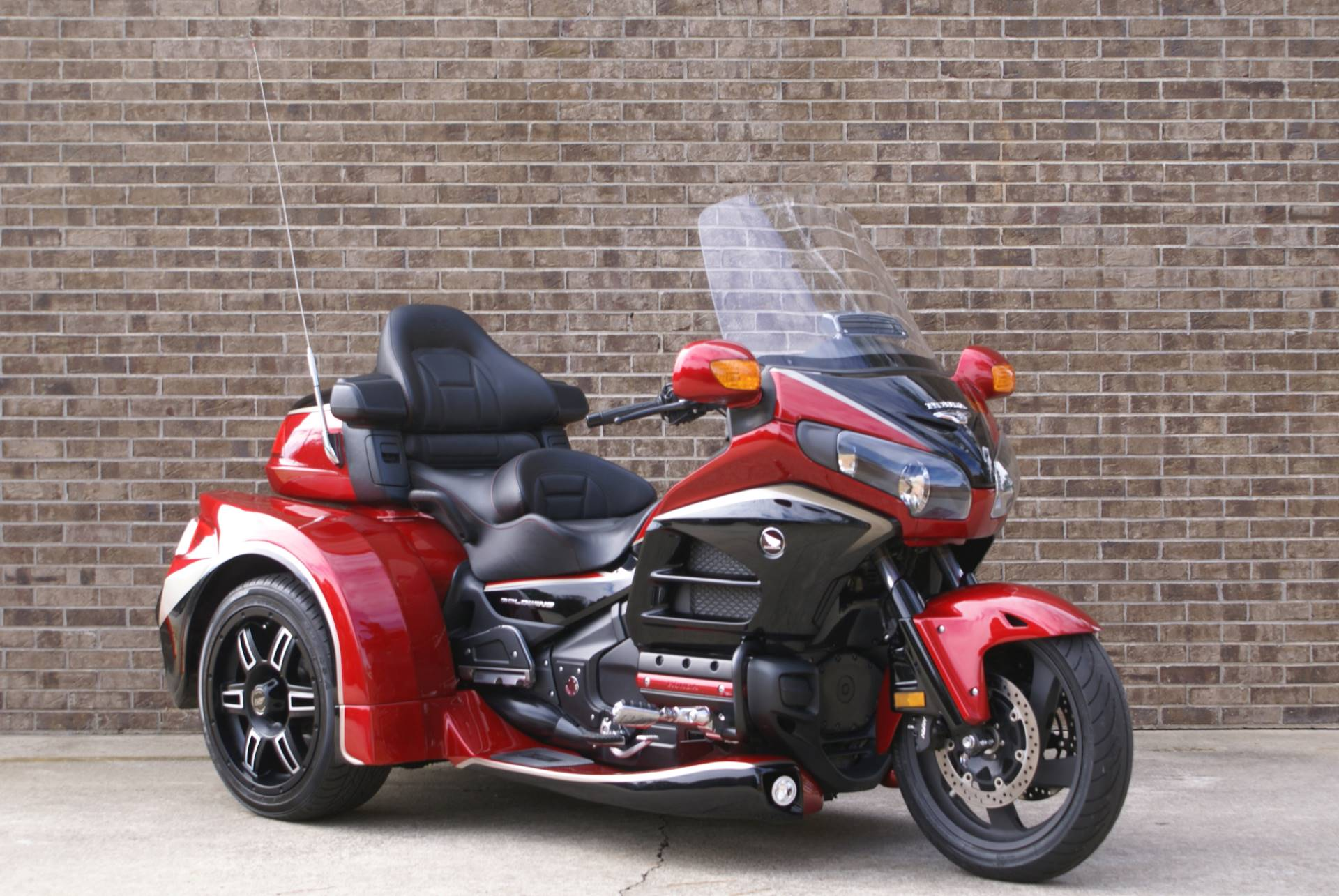 2015 Honda Gold Wing® Audio Comfort in Jasper, Georgia - Photo 2