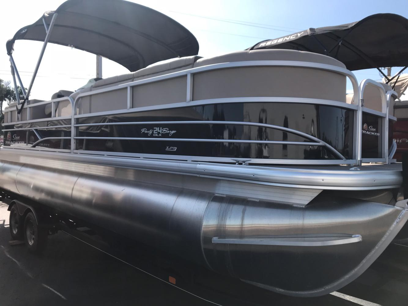 2018 Sun Tracker Party Barge 24 XP3 in Rapid City, South Dakota - Photo 2