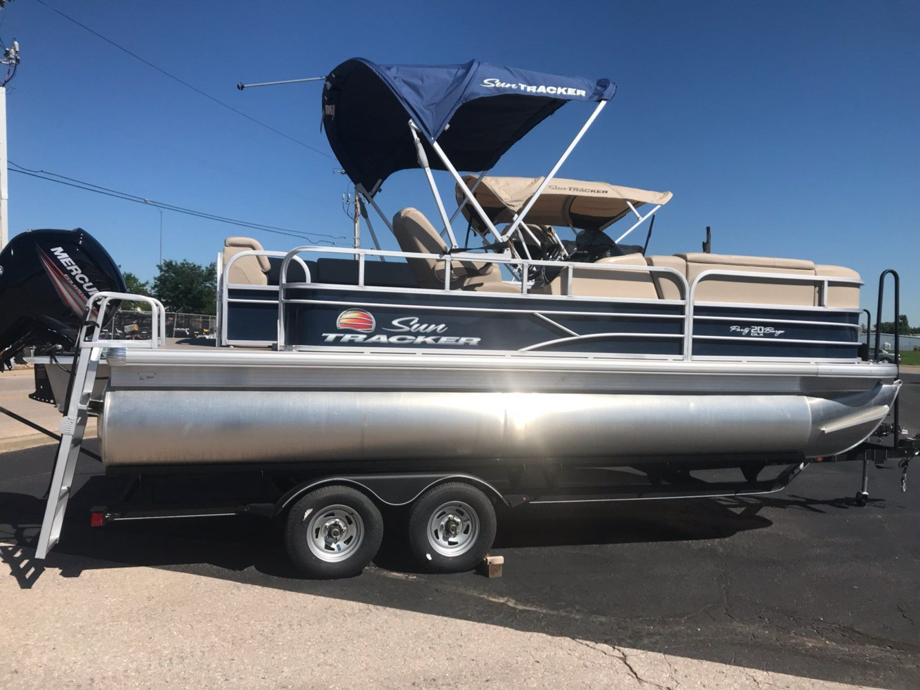 2019 Sun Tracker Party Barge 20 DLX in Rapid City, South Dakota - Photo 3