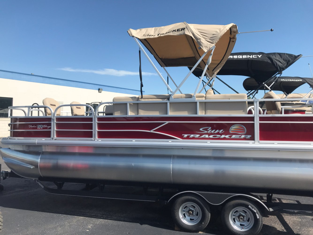 2019 Sun Tracker Fishin' Barge 20 DLX in Rapid City, South Dakota - Photo 2