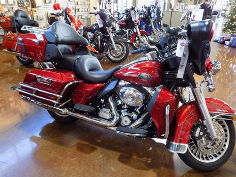2012 Harley-Davidson FLHTCU in Winchester, Virginia - Photo 2