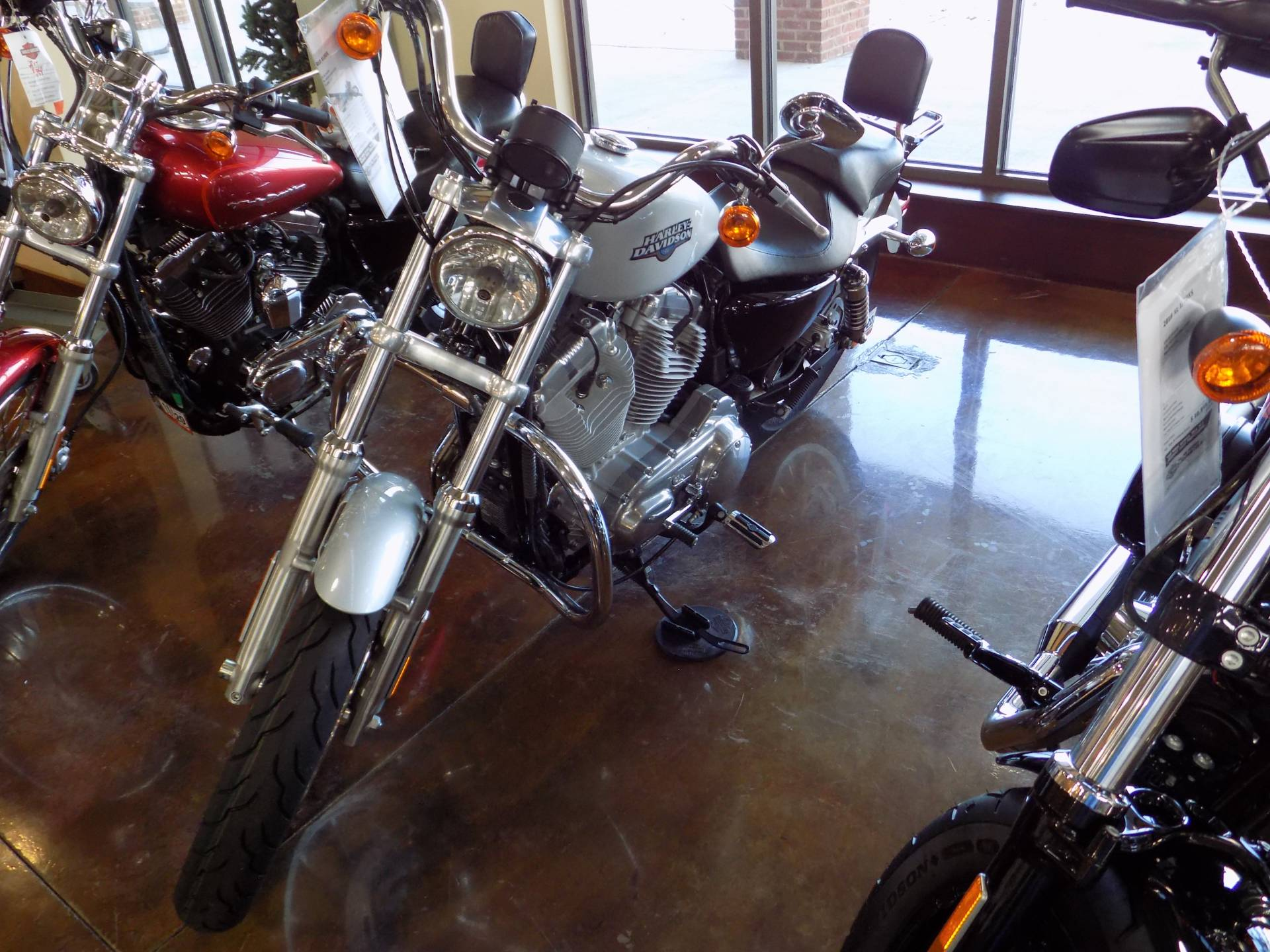 2010 Harley-Davidson Sportster® 883 Low in Winchester, Virginia - Photo 3