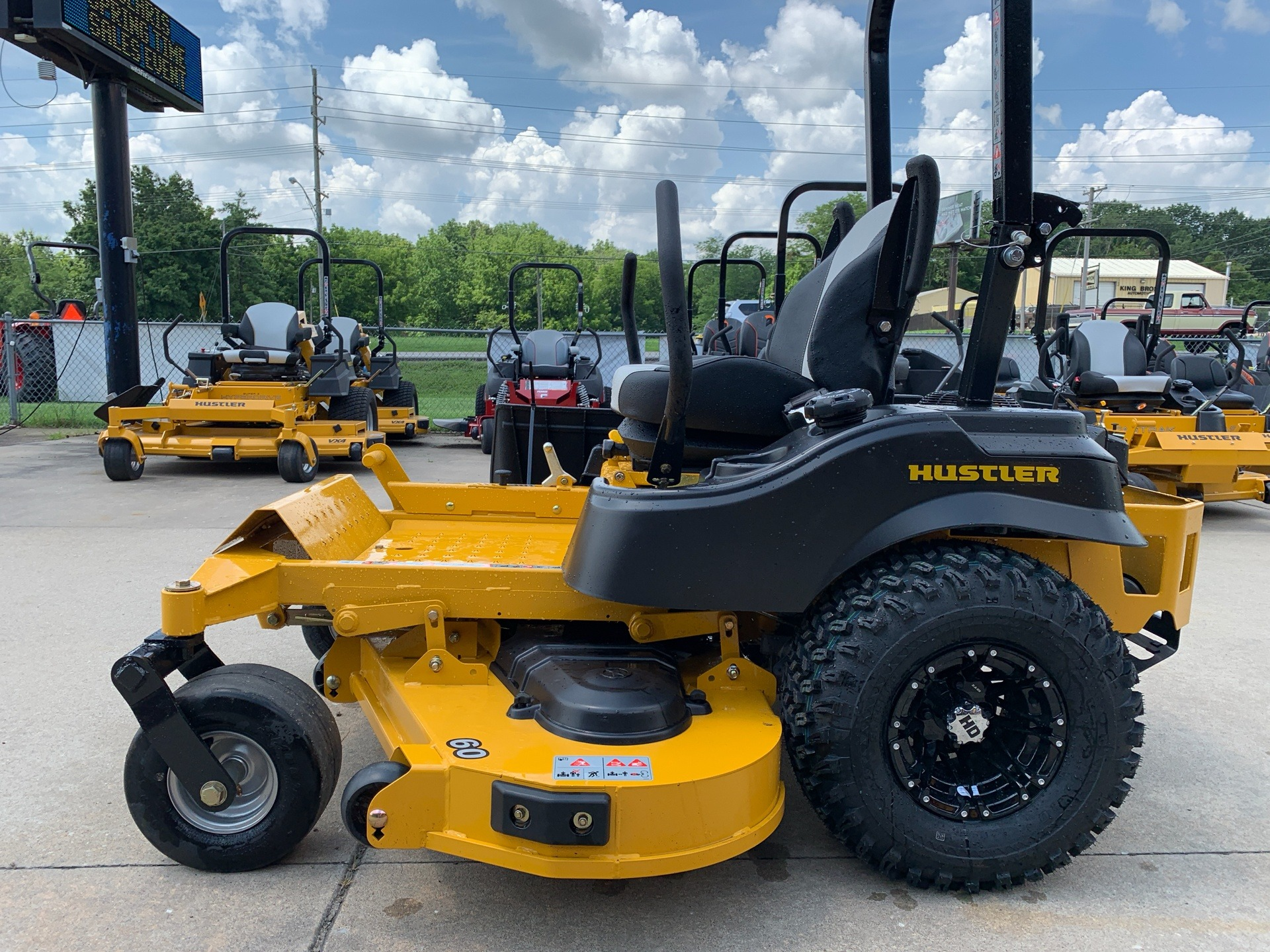 2019 Hustler Turf Equipment FasTrak 60 in. Kawasaki 24 hp in Jackson, Missouri - Photo 2