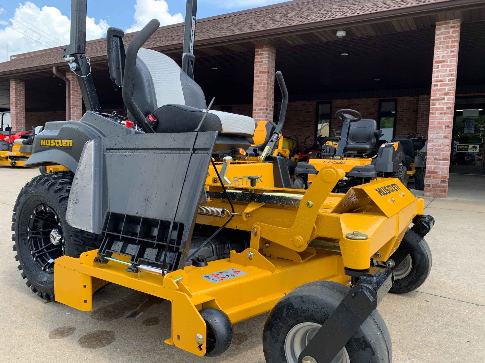 2019 Hustler Turf Equipment FasTrak 60 in. Kawasaki 24 hp in Jackson, Missouri - Photo 7