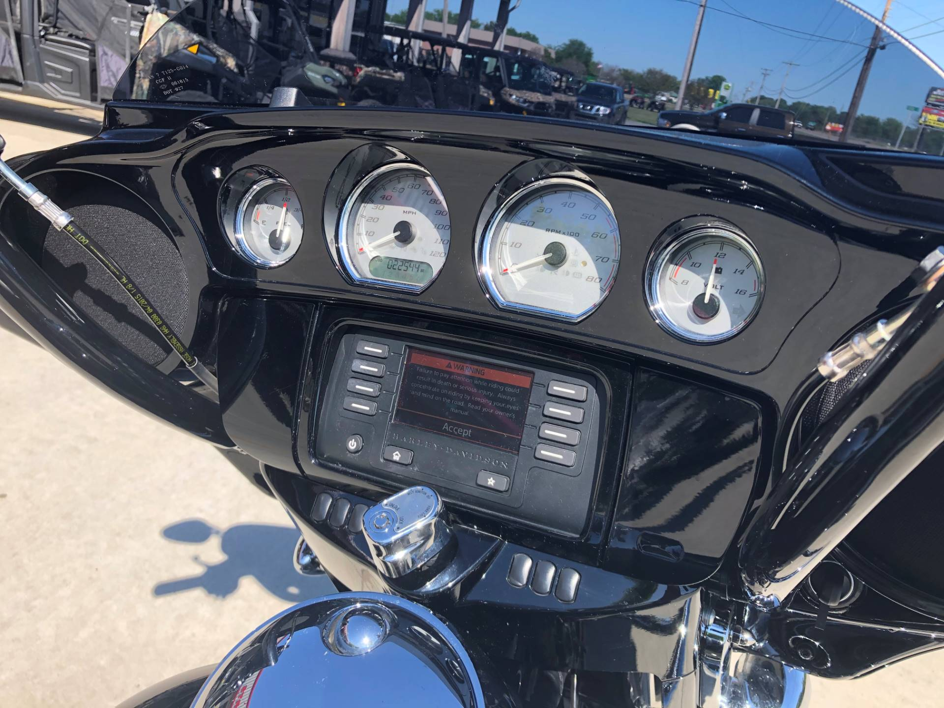 2015 Harley-Davidson Street Glide® in Leland, Mississippi - Photo 6
