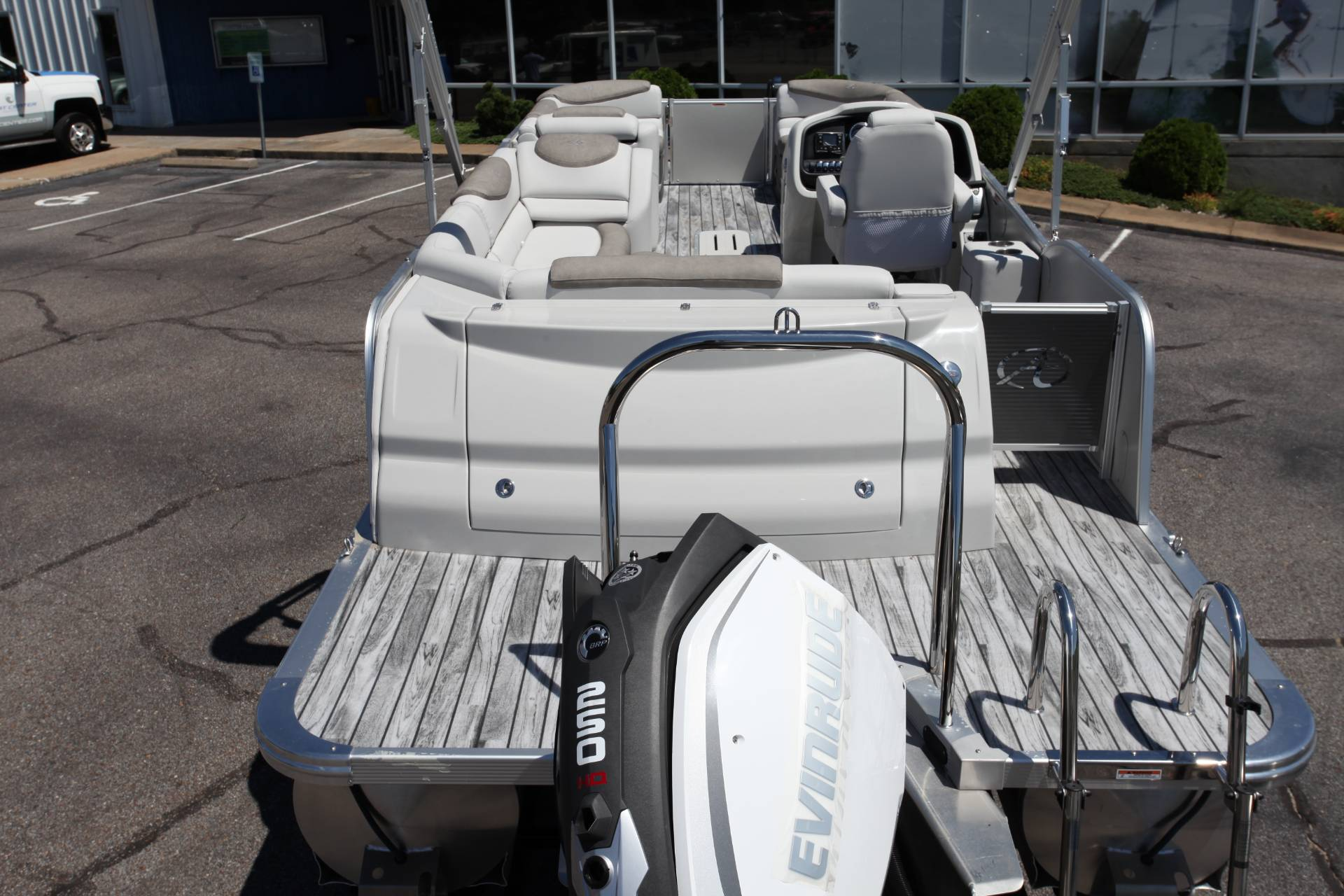 2019 Avalon Catalina Rear J Lounge - 25' in Memphis, Tennessee - Photo 12