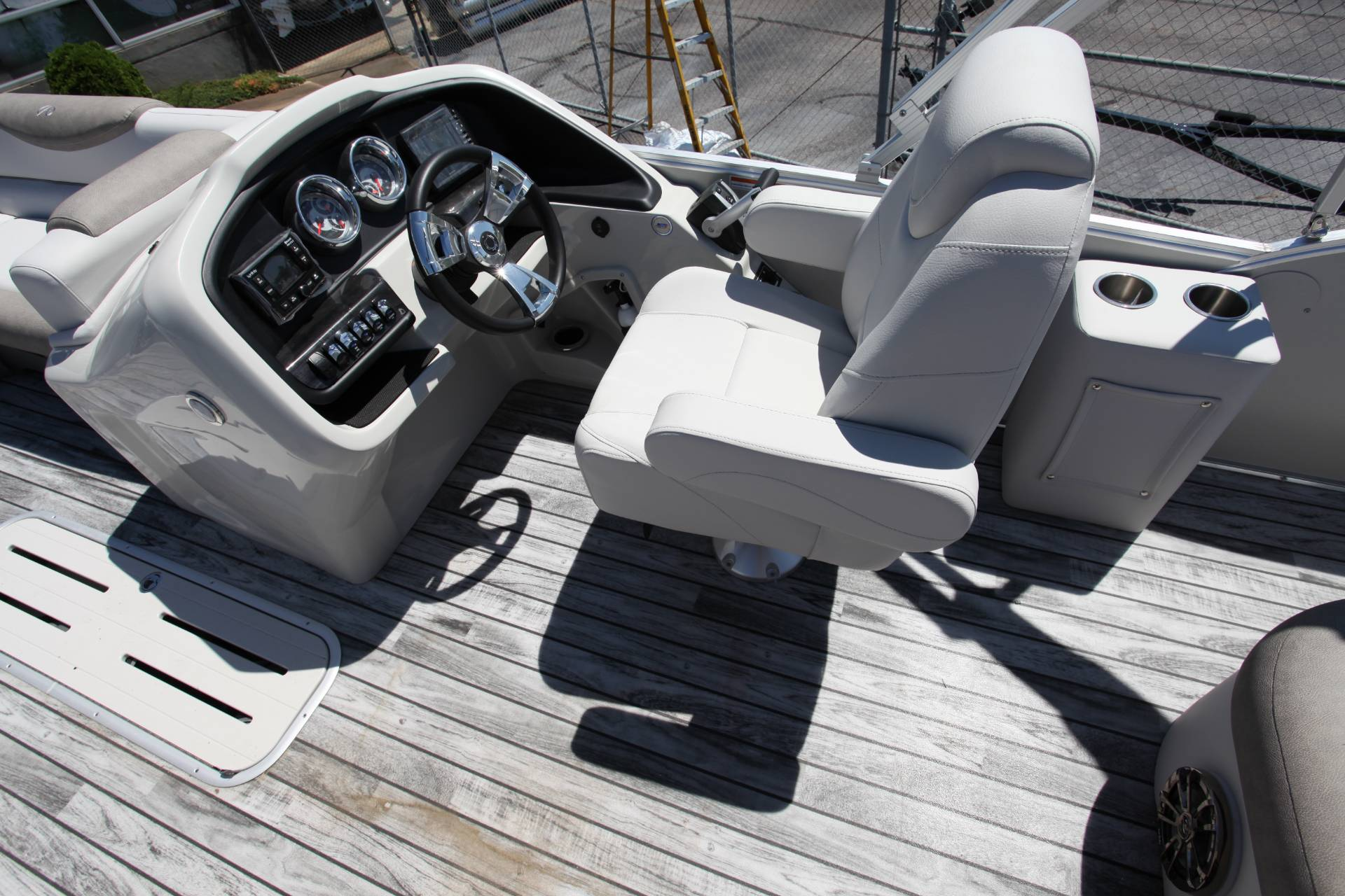 2019 Avalon Catalina Rear J Lounge - 25' in Memphis, Tennessee - Photo 18