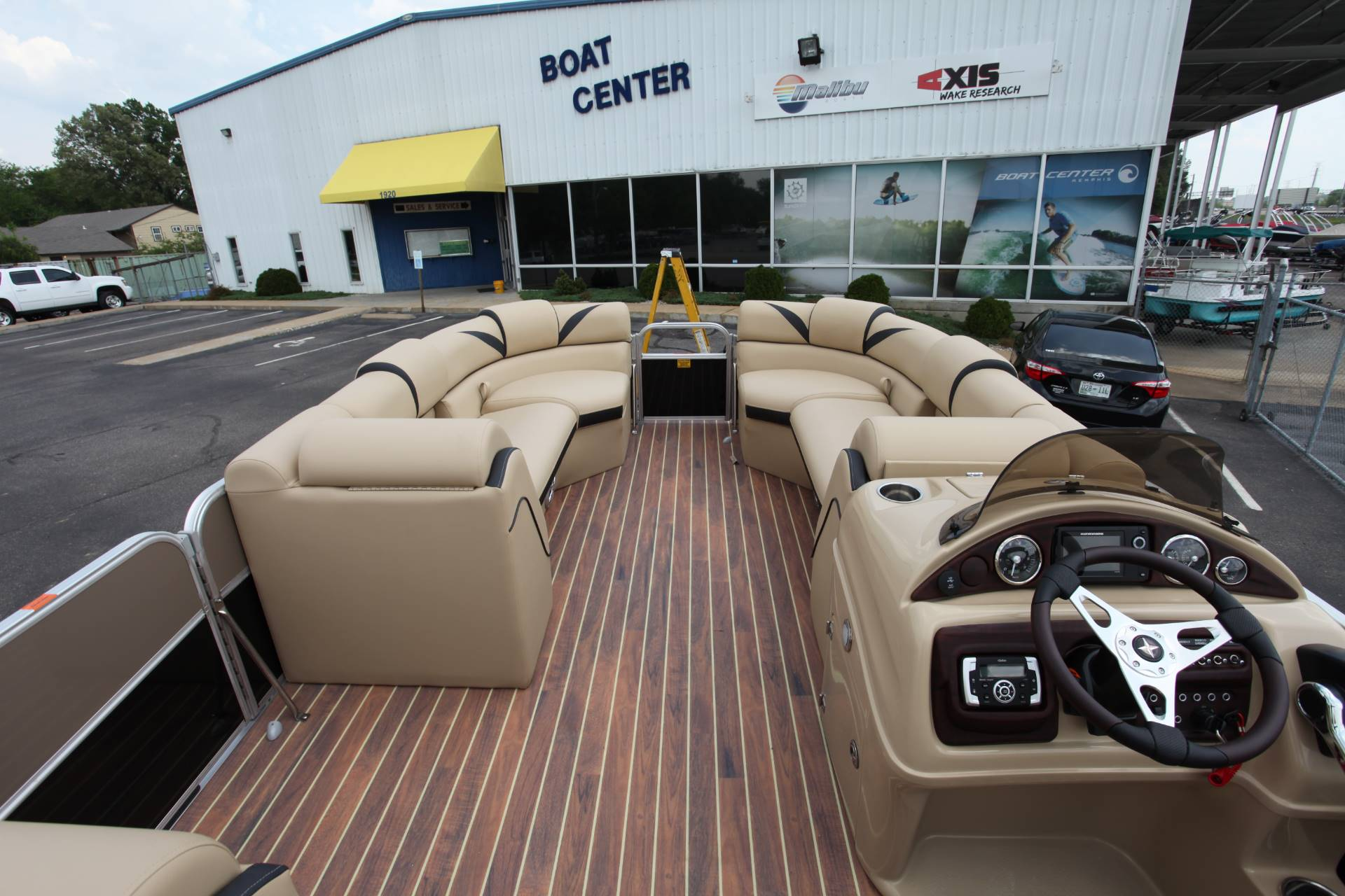 2017 Berkshire 23CL STS in Memphis, Tennessee