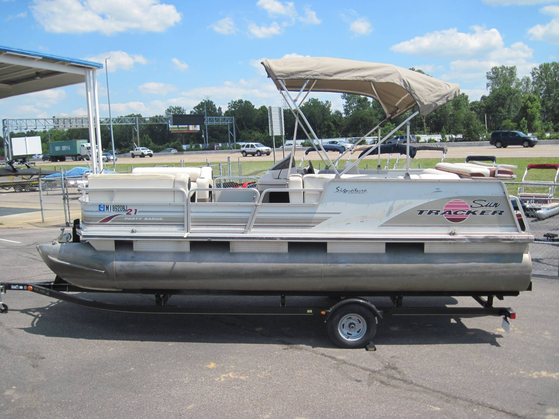2003 Sun Tracker PARTY BARGE 21 Signature Series in Memphis, Tennessee