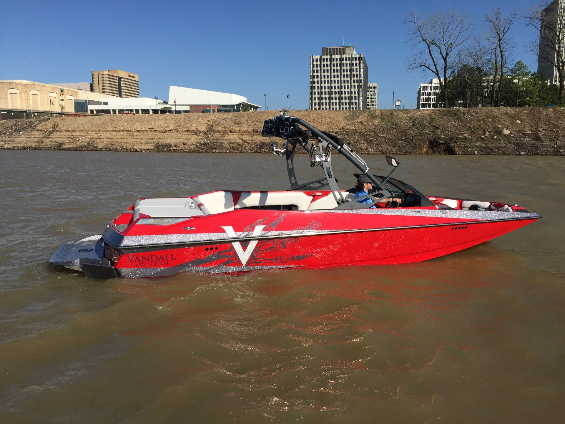 2014 Axis A24 in Memphis, Tennessee