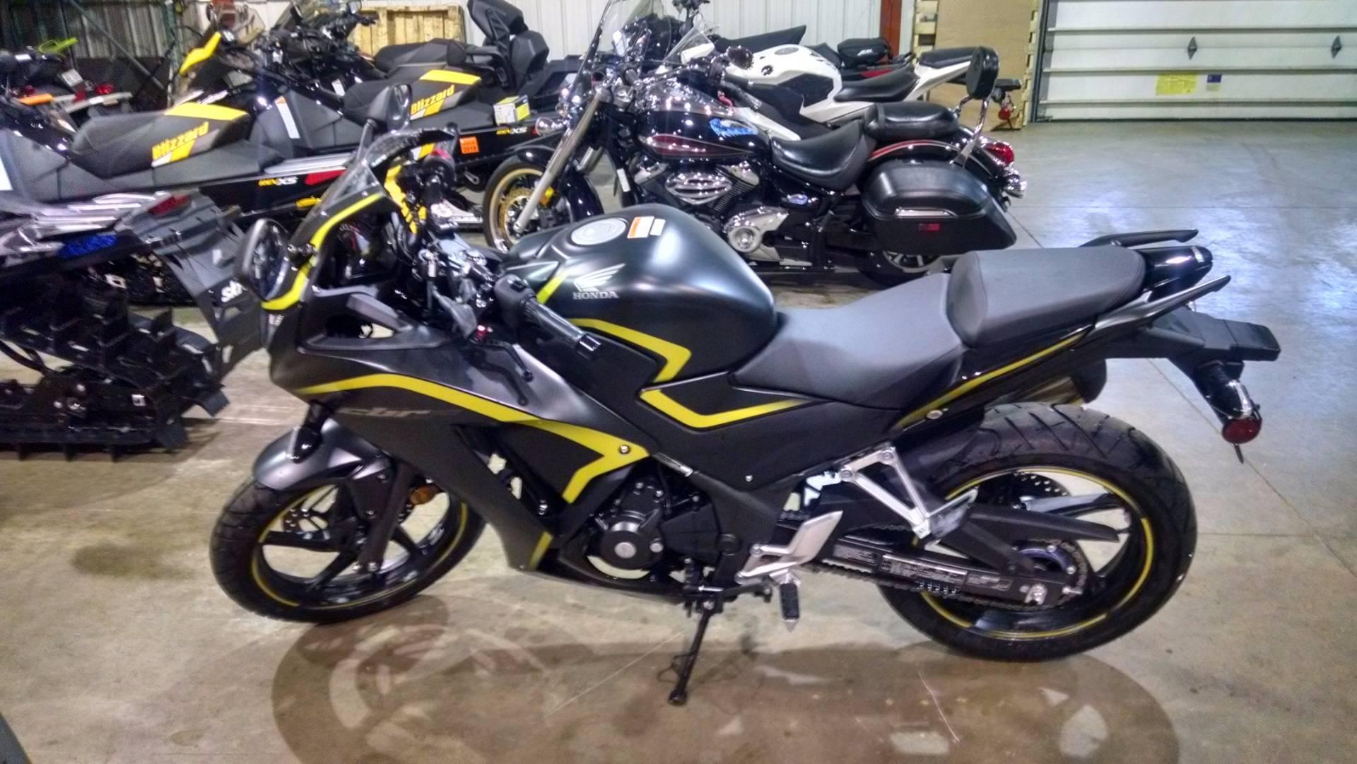 2015 Honda CBR®300R in Chippewa Falls, Wisconsin