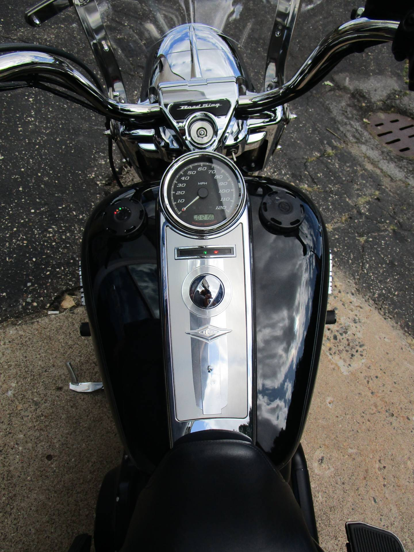 2015 Harley-Davidson Road King® in South Saint Paul, Minnesota - Photo 11