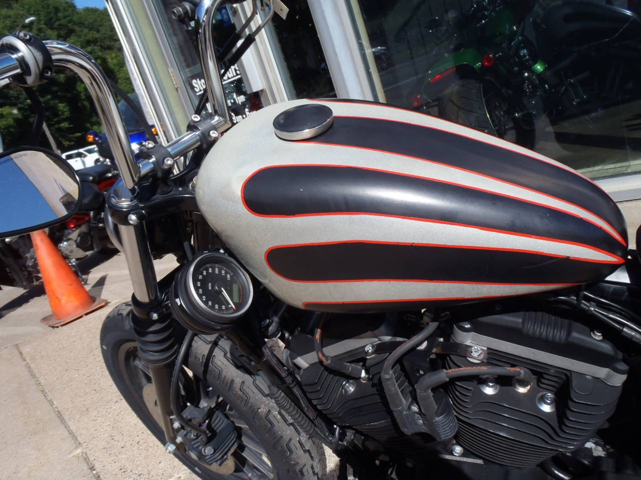 2009 Harley-Davidson Sportster® Iron 883™ in South Saint Paul, Minnesota - Photo 8