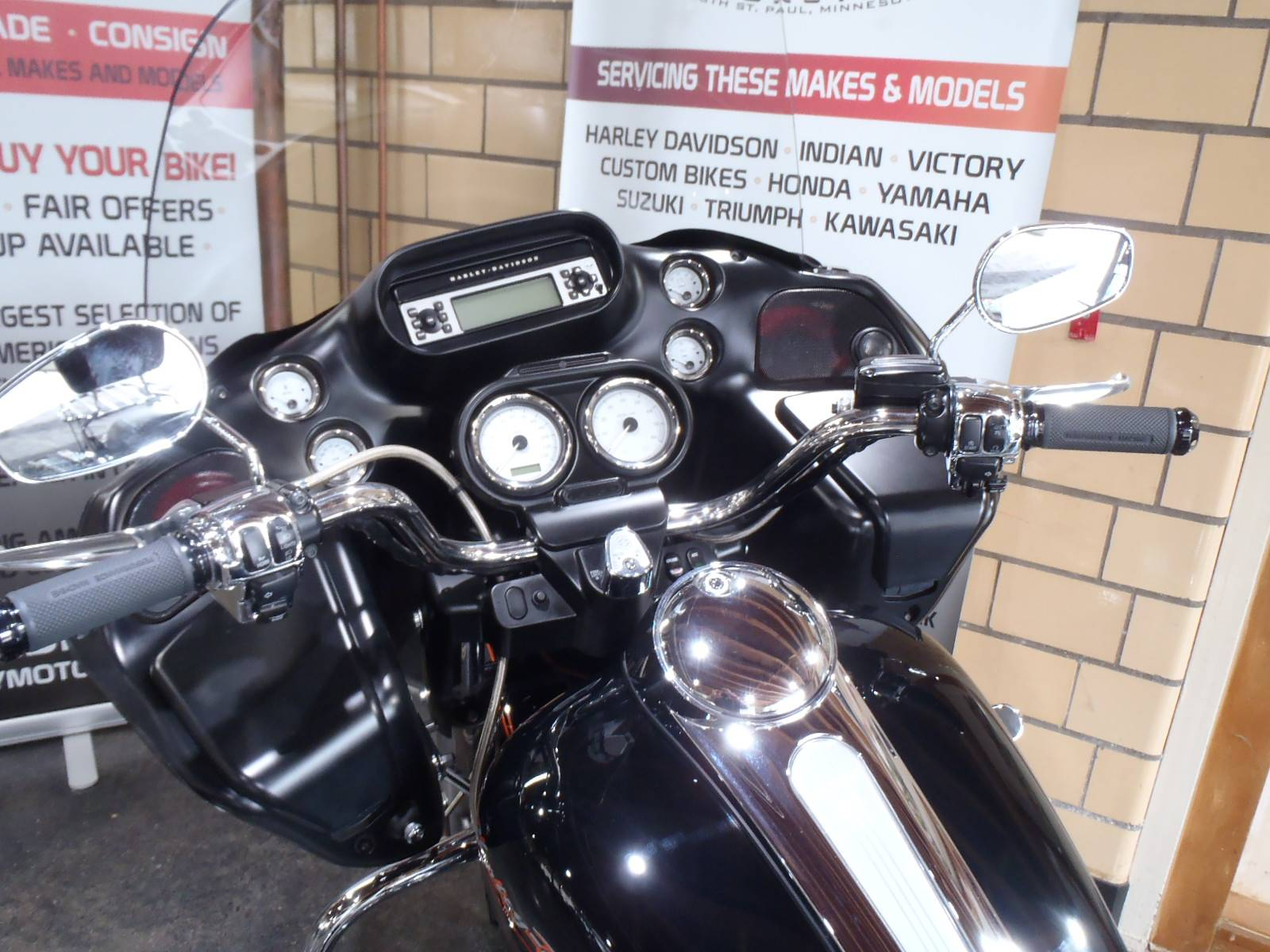 2012 Harley-Davidson Road Glide® Custom in South Saint Paul, Minnesota - Photo 21