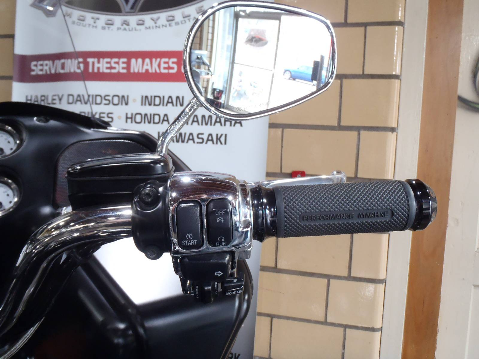 2012 Harley-Davidson Road Glide® Custom in South Saint Paul, Minnesota - Photo 24