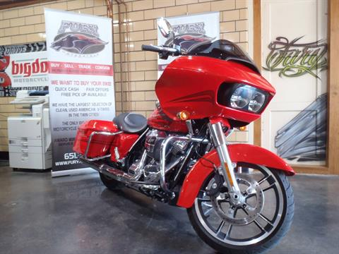 2017 Harley-Davidson Road Glide® Special in South Saint Paul, Minnesota - Photo 3
