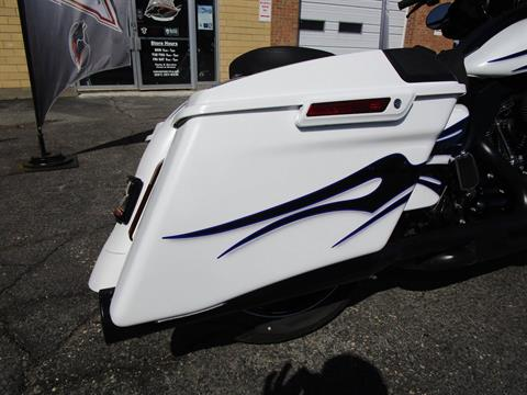 2016 Harley-Davidson CVO™ Street Glide® in South Saint Paul, Minnesota - Photo 9