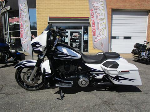 2016 Harley-Davidson CVO™ Street Glide® in South Saint Paul, Minnesota - Photo 19