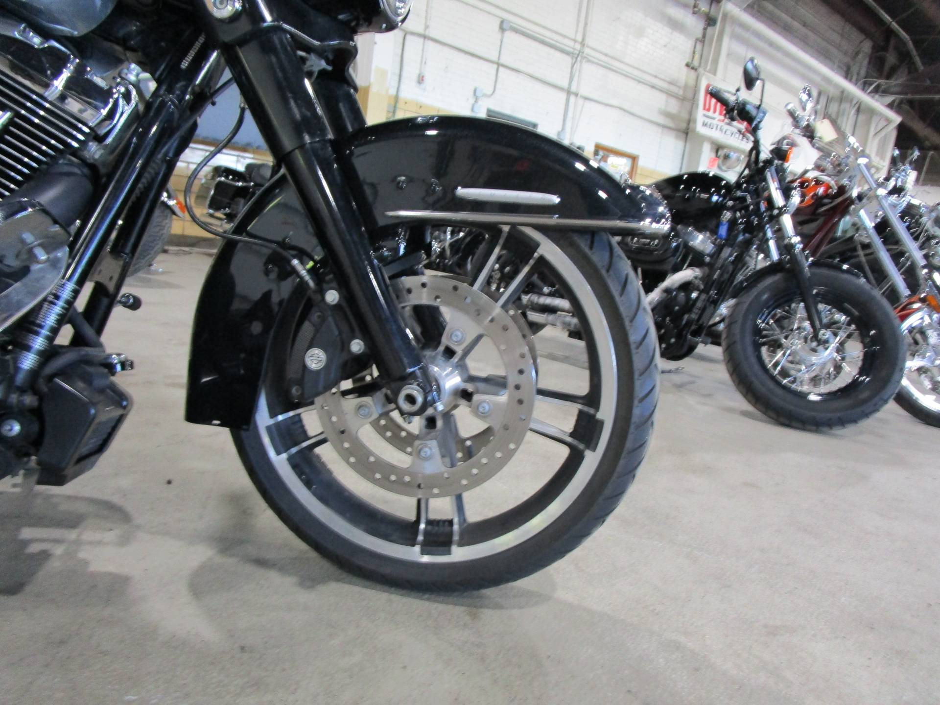 2012 Harley-Davidson FLHTK LIMITED in South Saint Paul, Minnesota - Photo 2