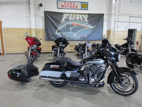 2012 Harley-Davidson FLHTK LIMITED in South Saint Paul, Minnesota - Photo 7