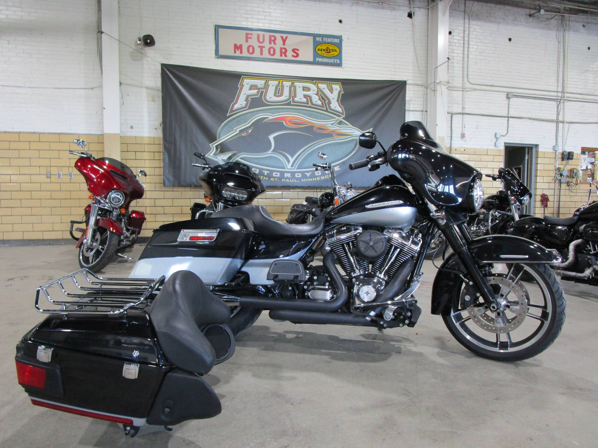 2012 Harley-Davidson FLHTK LIMITED in South Saint Paul, Minnesota - Photo 9
