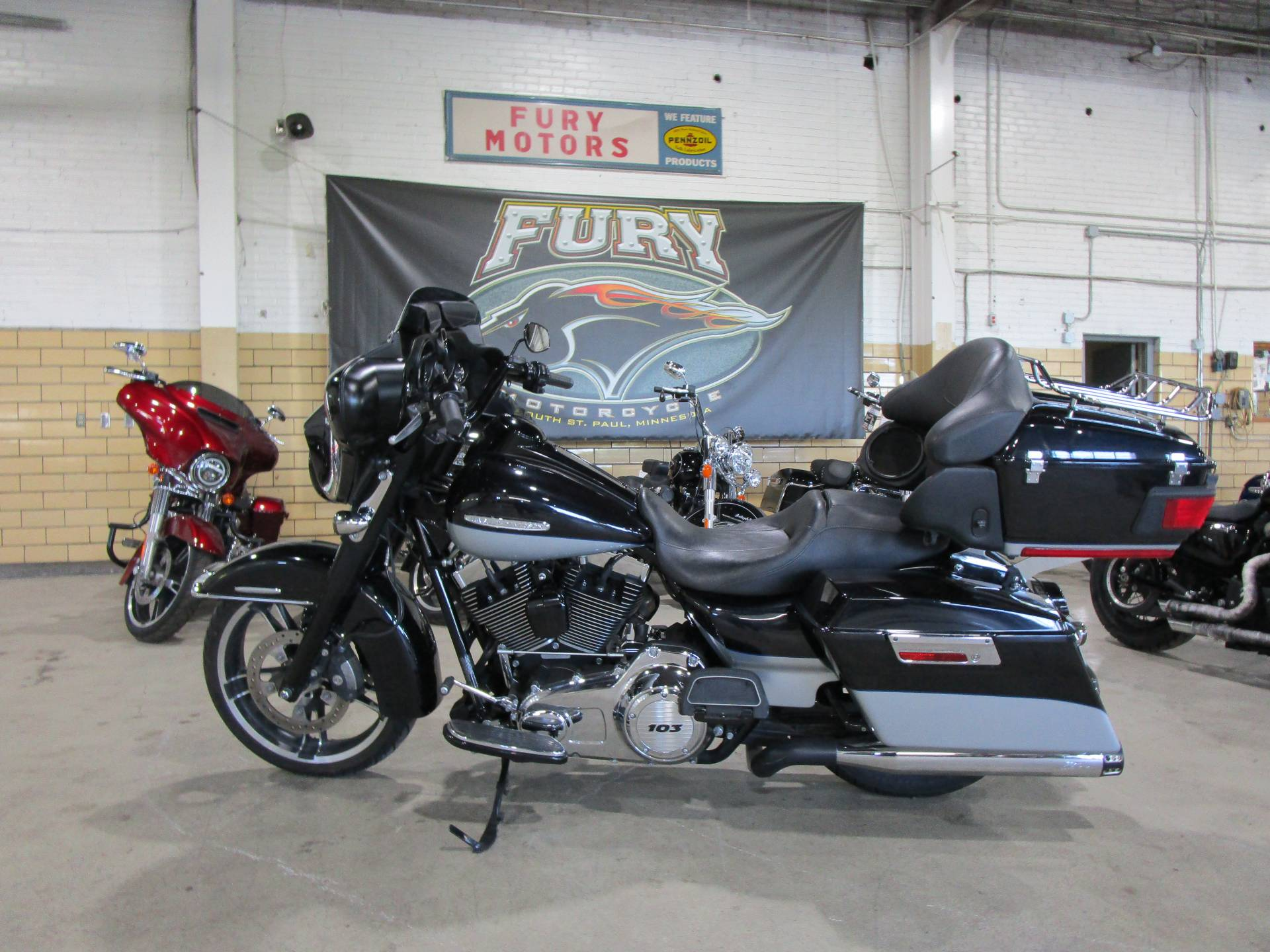 2012 Harley-Davidson FLHTK LIMITED in South Saint Paul, Minnesota - Photo 11