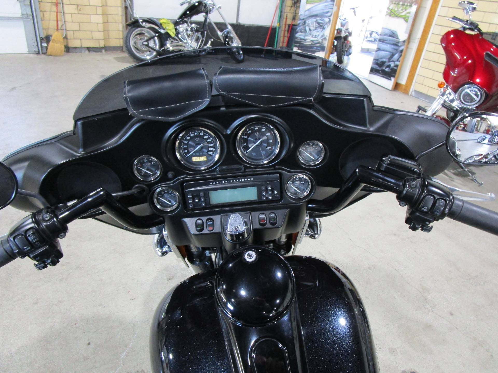 2012 Harley-Davidson FLHTK LIMITED in South Saint Paul, Minnesota - Photo 15