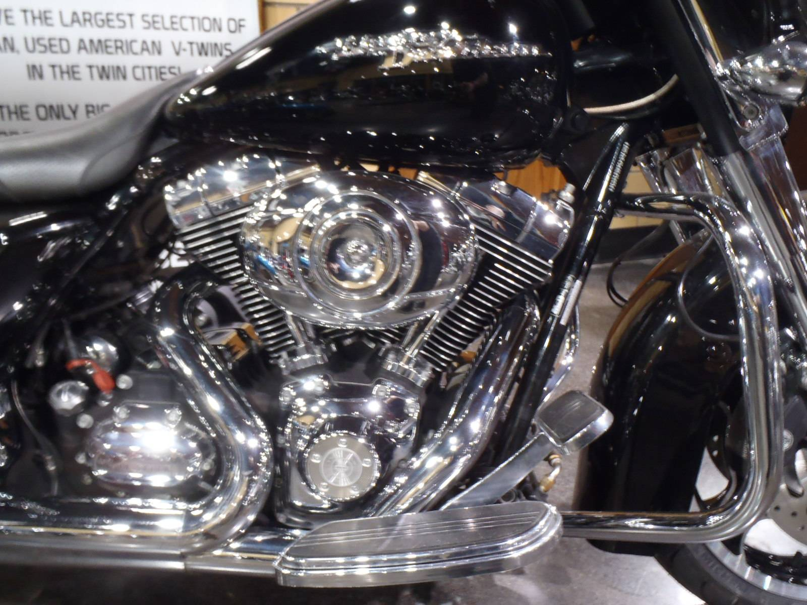 2010 Harley-Davidson Street Glide® in South Saint Paul, Minnesota - Photo 6