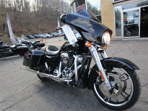 2017 Harley-Davidson Street Glide® in South Saint Paul, Minnesota - Photo 4