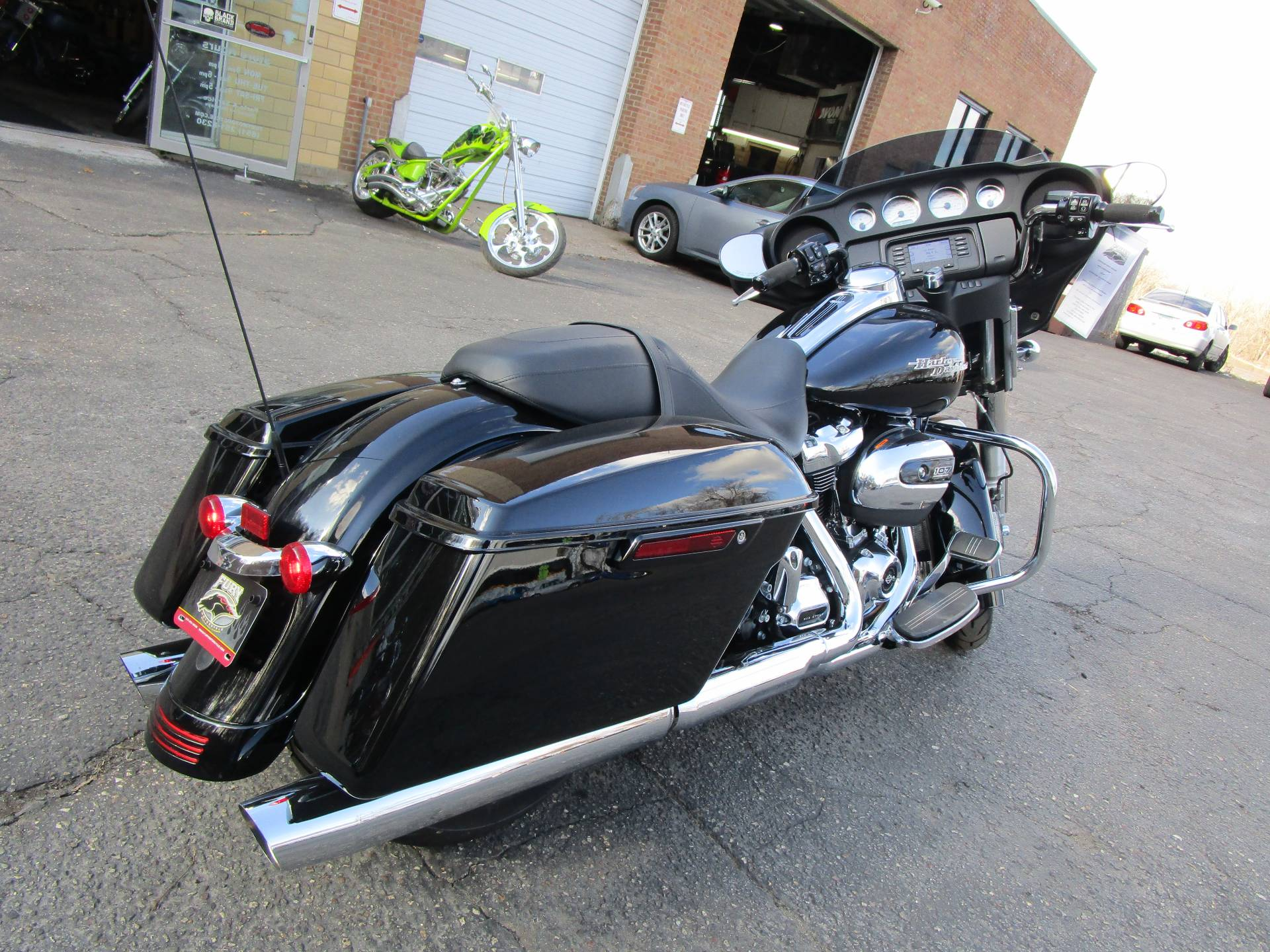2017 Harley-Davidson Street Glide® in South Saint Paul, Minnesota - Photo 14