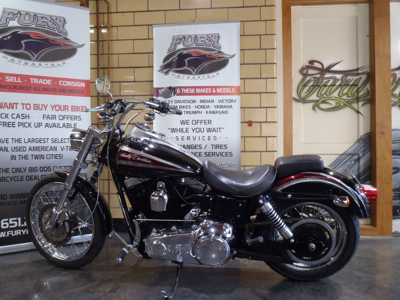 2009 Harley-Davidson Dyna Super Glide Custom in South Saint Paul, Minnesota - Photo 13