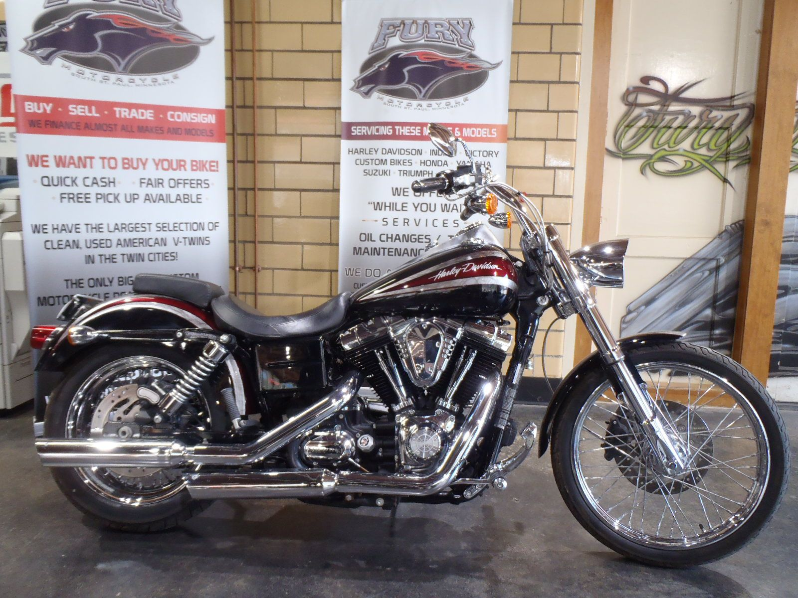 2009 Harley-Davidson Dyna Super Glide Custom in South Saint Paul, Minnesota - Photo 1