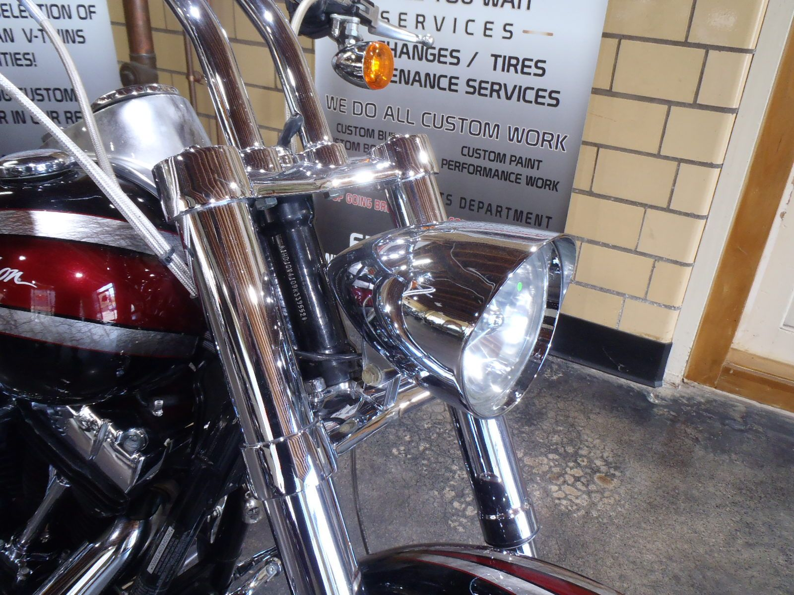 2009 Harley-Davidson Dyna Super Glide Custom in South Saint Paul, Minnesota - Photo 7
