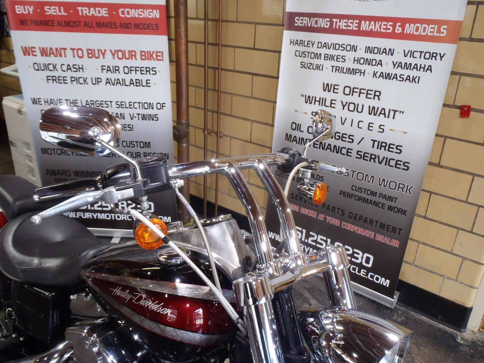 2009 Harley-Davidson Dyna Super Glide Custom in South Saint Paul, Minnesota - Photo 5