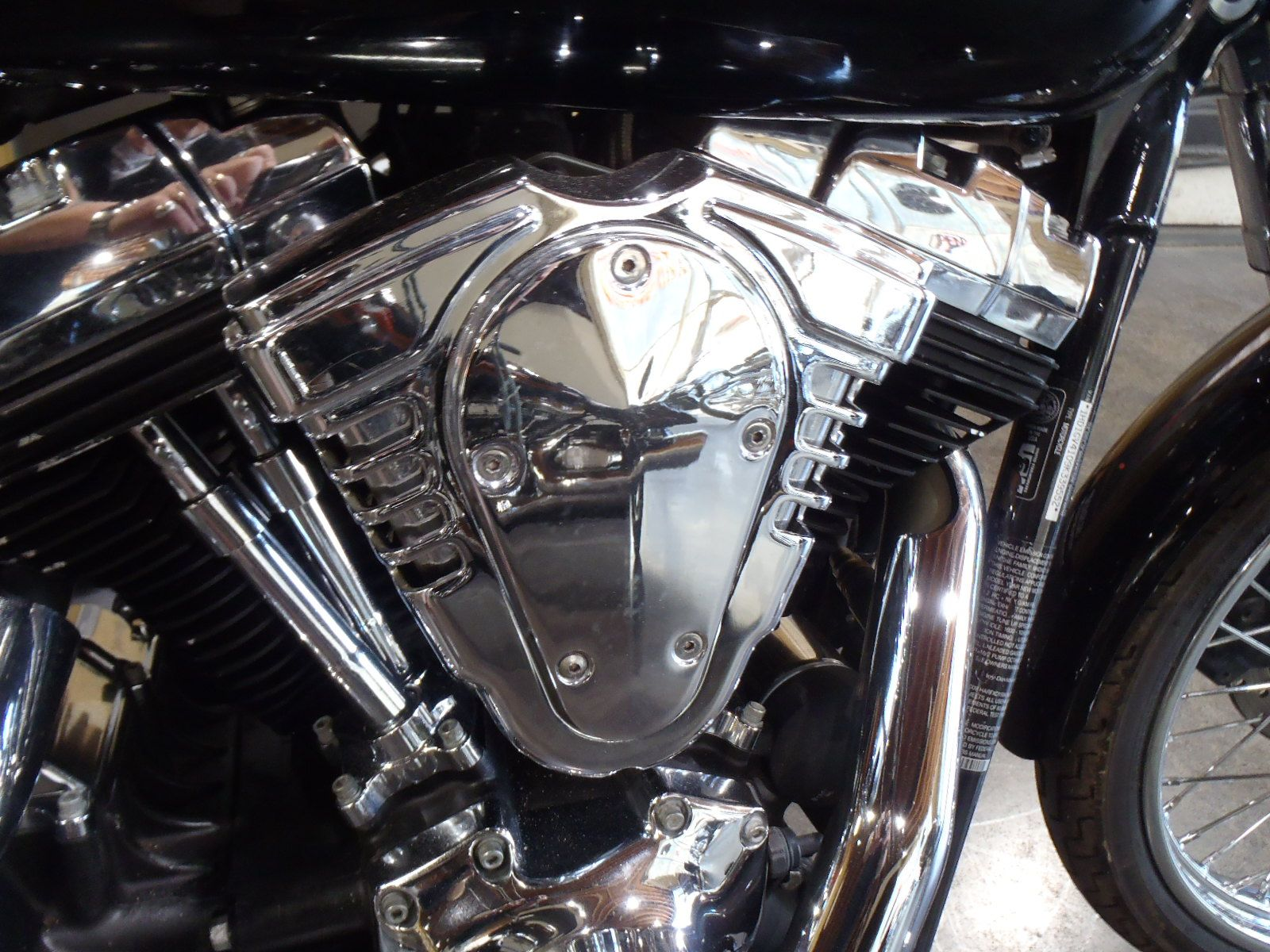 2009 Harley-Davidson Dyna Super Glide Custom in South Saint Paul, Minnesota - Photo 9