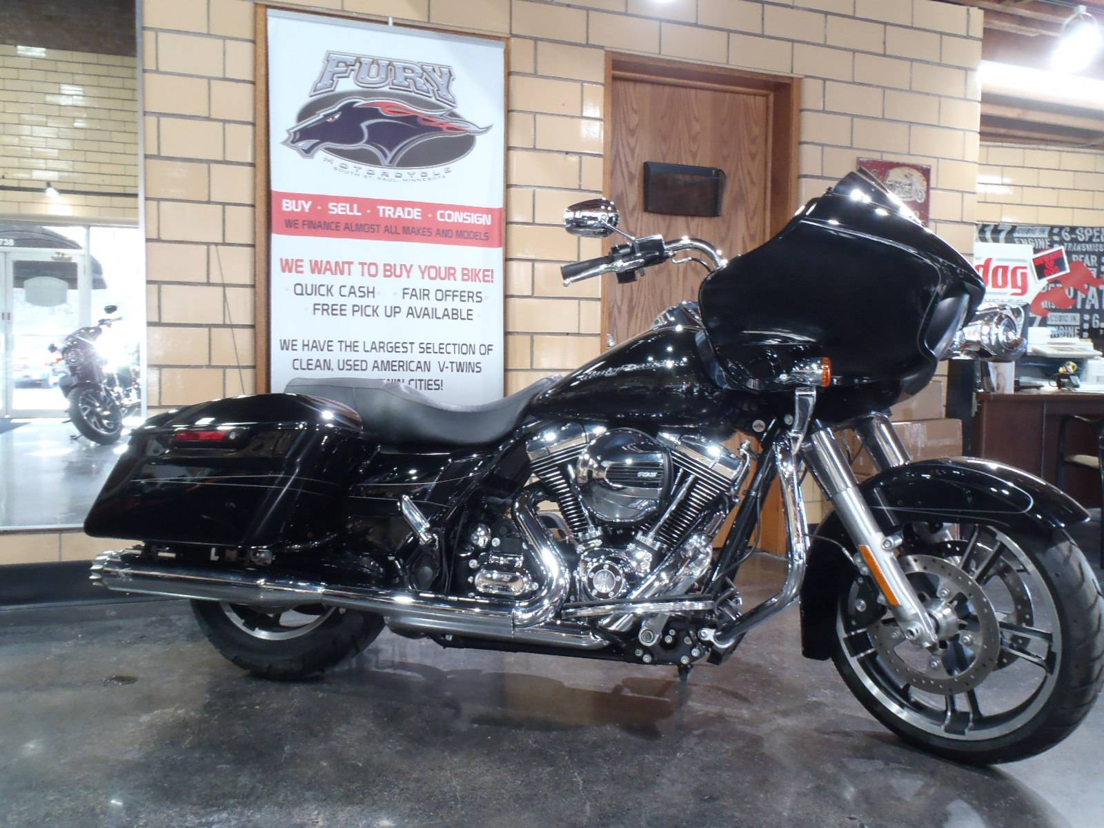 2015 Harley-Davidson Road Glide® Special in South Saint Paul, Minnesota - Photo 2