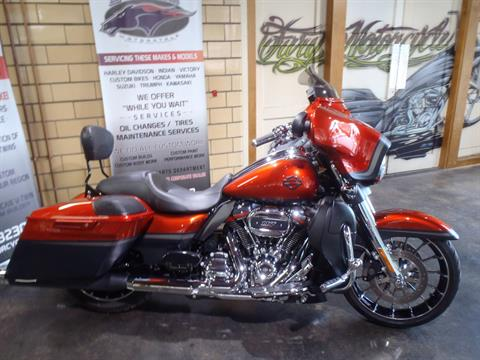 2018 Harley-Davidson CVO™ Street Glide® in South Saint Paul, Minnesota - Photo 2