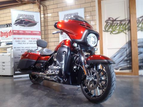 2018 Harley-Davidson CVO™ Street Glide® in South Saint Paul, Minnesota - Photo 3