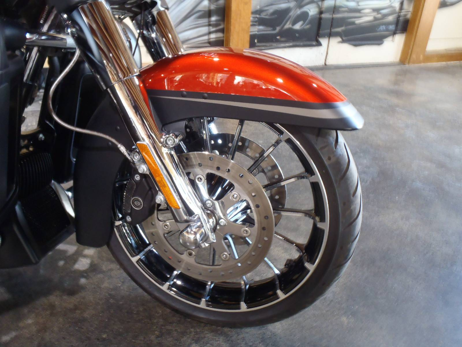 2018 Harley-Davidson CVO™ Street Glide® in South Saint Paul, Minnesota - Photo 4