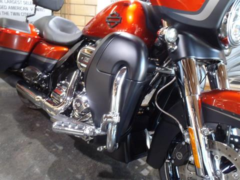 2018 Harley-Davidson CVO™ Street Glide® in South Saint Paul, Minnesota - Photo 5