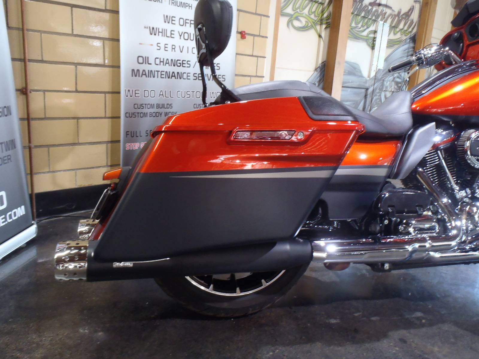 2018 Harley-Davidson CVO™ Street Glide® in South Saint Paul, Minnesota - Photo 10
