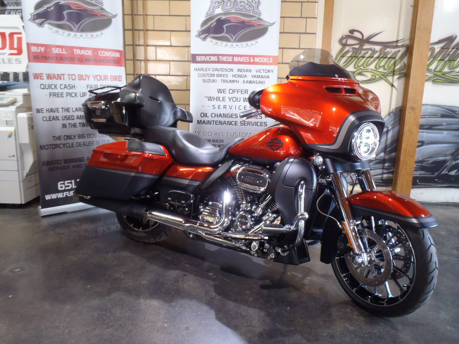 2018 Harley-Davidson CVO™ Street Glide® in South Saint Paul, Minnesota - Photo 11
