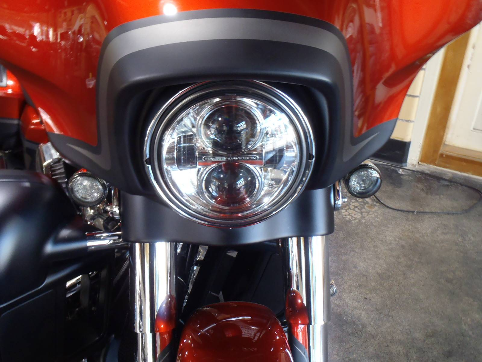 2018 Harley-Davidson CVO™ Street Glide® in South Saint Paul, Minnesota - Photo 14