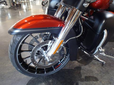 2018 Harley-Davidson CVO™ Street Glide® in South Saint Paul, Minnesota - Photo 15