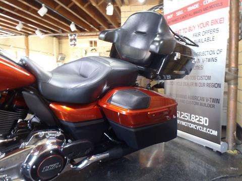 2018 Harley-Davidson CVO™ Street Glide® in South Saint Paul, Minnesota - Photo 17