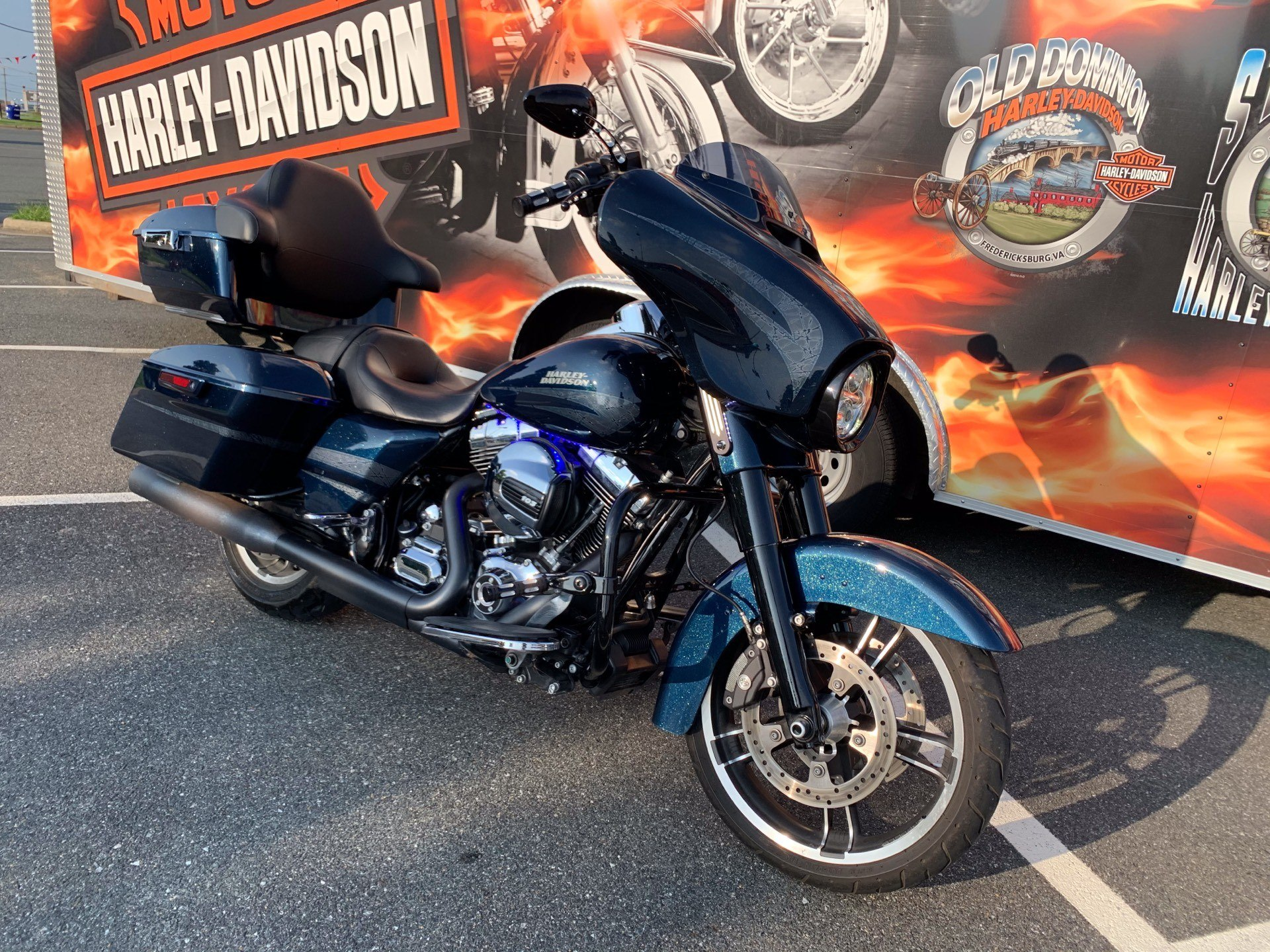 2016 Harley-Davidson Street Glide® Special in Fredericksburg, Virginia - Photo 6