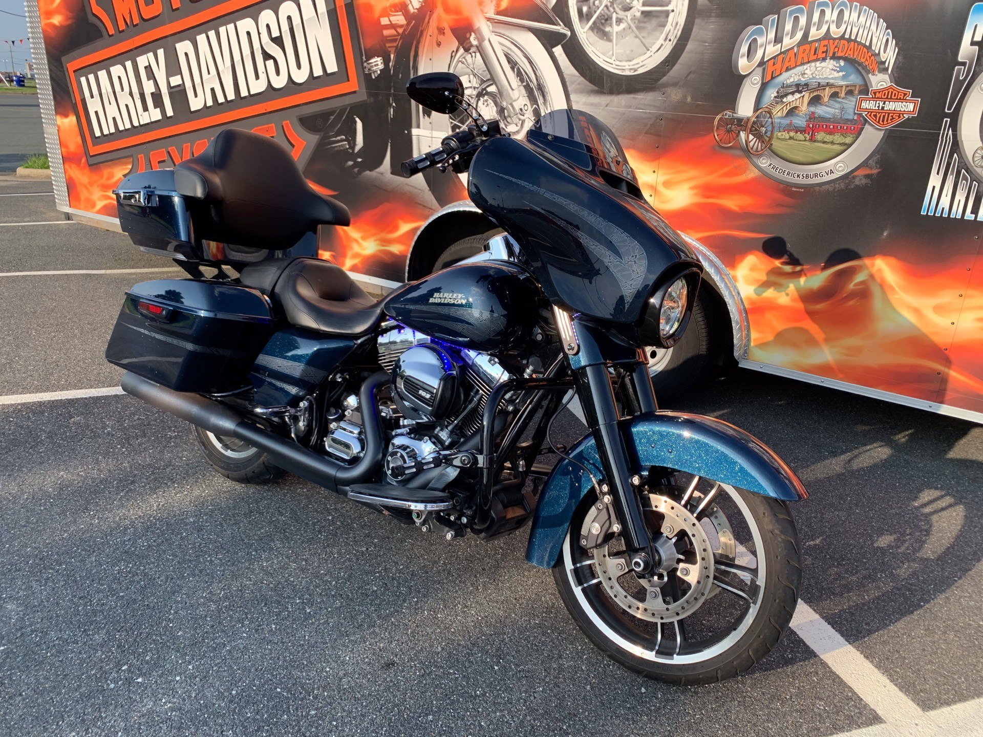 2016 Harley-Davidson Street Glide® Special in Fredericksburg, Virginia - Photo 18