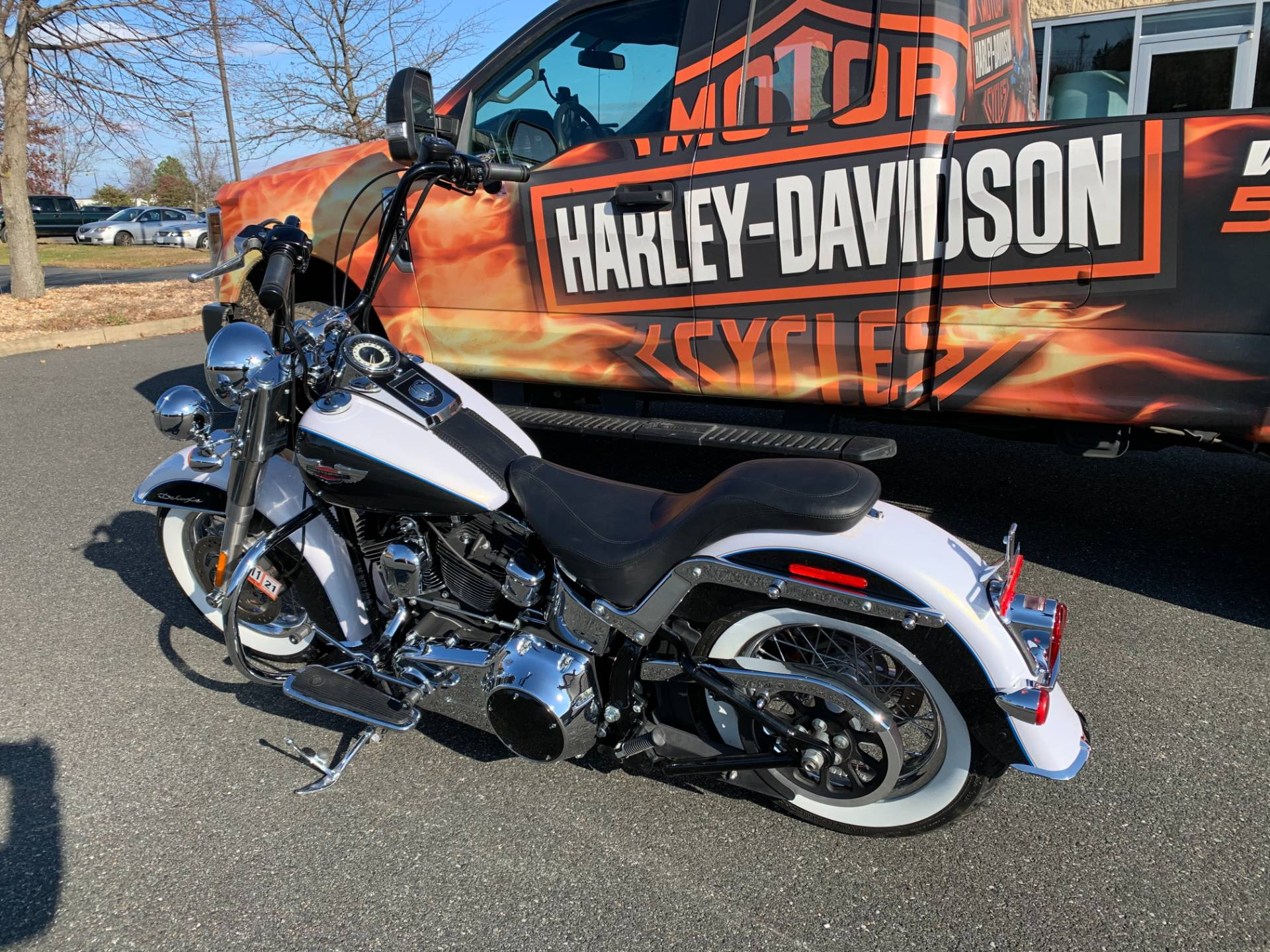 Used 2008 Harley Davidson Softail Deluxe White Gold Pearl Black Pearl Motorcycles In Dumfries Va 018251
